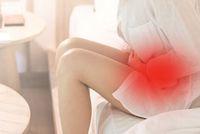 Frau hat Blasen und Beckenschmerzen - ©Khunatorn - stock.adobe.com
