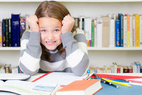 Unkonzentrierte Schülerin ©Racle-Fotodesign - stock.adobe.com