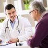 Foto von Arzt und Patient im Gespräch