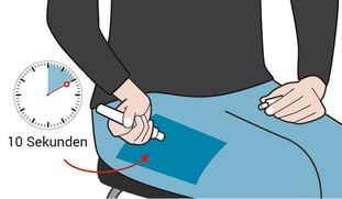 Zeichnung zur Veranschaulichung der Anwendung des Adrenalin-Autoinjektors: Gezeichnete Person sticht den Adrenalin-Autoinjektor in den Oberschenkel und hält ihn dort 10 Sekunden lang