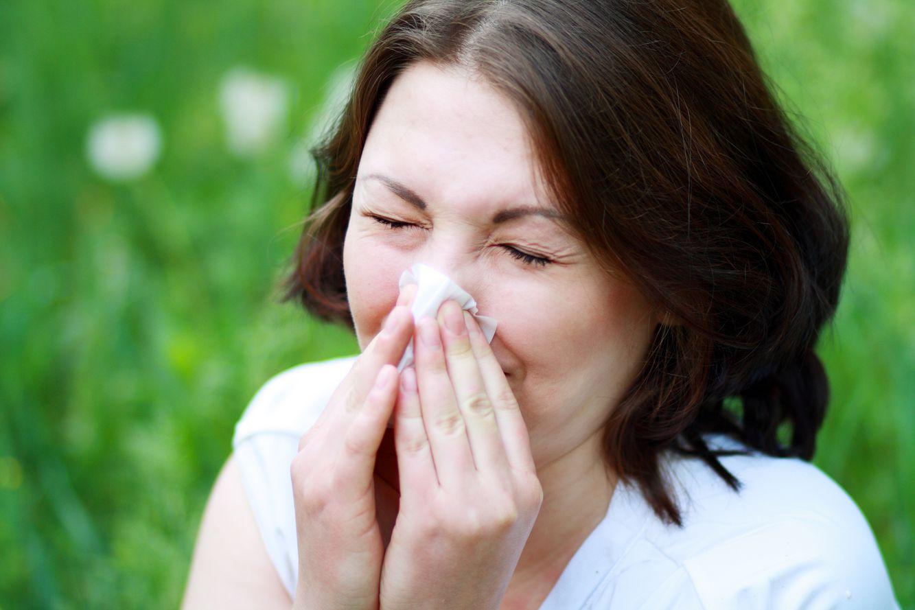 Niesen ist ein typisches Symptom © zea_lenanet - Fotolia.com
